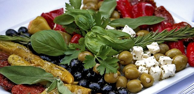 Kto zajmuje się przygotowaniem dań w aspekcie cateringu dietetycznego?